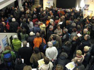 Viel Publikum steht an im Landhaus (c) sennhauser