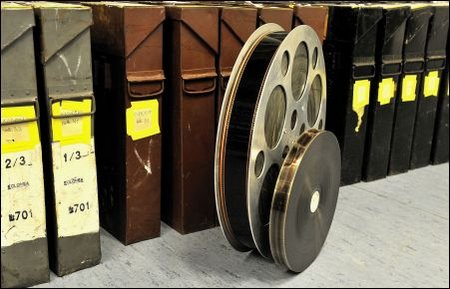 70mm Filmrolle im Vergleich mit Standard 35mm
