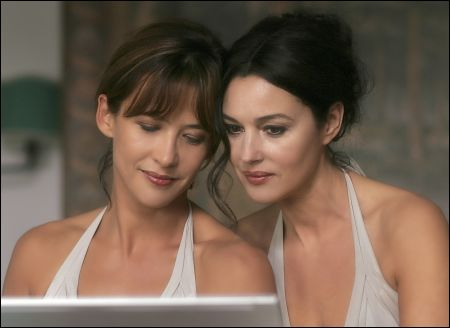 Sophie Marceau und Monica Bellucci in 'Don't Look Back' von Marina de Van