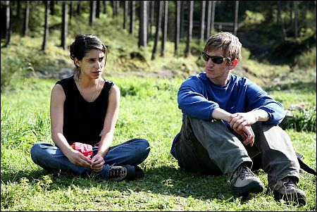 Maryam Zaree und Karsten Mielke in 'Sunny Hill' © Stamm Film