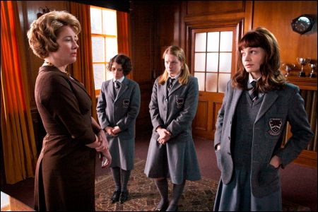 Emma Thompson (links) Carey Mulligan (rechts) 'An Education' ©rialto/Kerry Brown