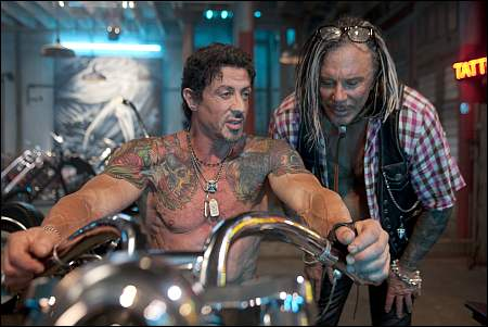Sylvester Stallone, Mickey Rourke in: 'The Expendables' ©Ascot-Elite