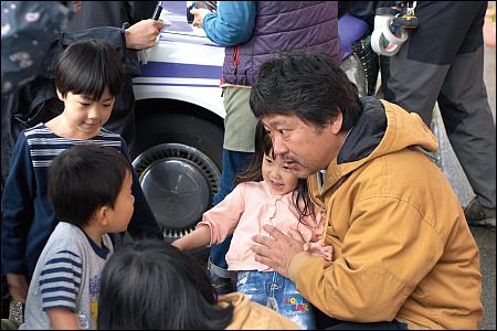 Kore-eda mit seinen wie immer hinreissenden Kinderdarstellern © trigon