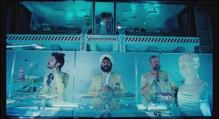 Betriebsärzte Ben Whishaw, Sanjeev Bhaskar und Peter Stormare © Ascot-Elite