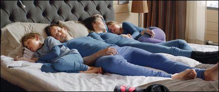 Noch schlafen sie friedlich: Die Familie in 'Turist' © Look Now