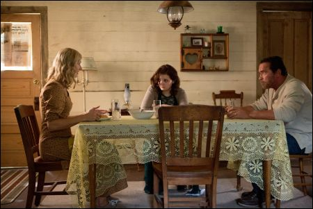 Joely Richardson, Abigail Breslin und Arnold Schwarzenegger in 'Maggie' © Splendid Film