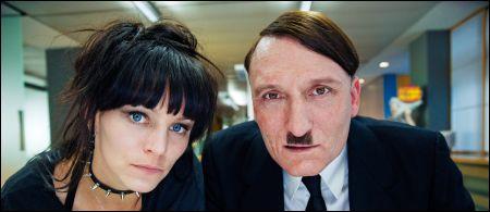 'Er ist wieder da': Franziska Wulf und Oliver Masucci © Pathé Films