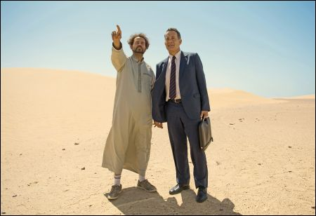 Alexander Black und Tom Hanks in 'A Hologram for the King' © Ascot-Elite