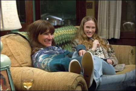Jess (Julia Roberts) und Carolyn Cobb (Zoe Graham) © Impuls