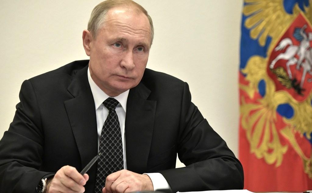 Путин поручил оптимизировать процедуру подачи иностранцами заявлений на гражданство РФ