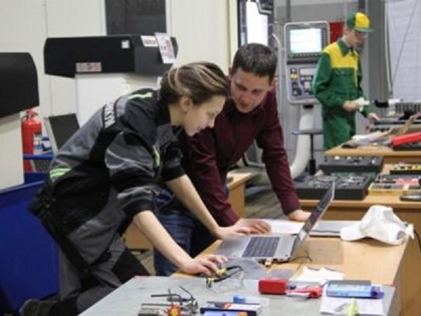 На работу в Протон-ПМ пригласили 12 выпускников авиатехникума