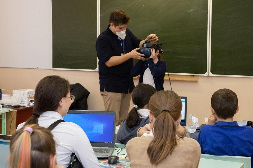 В Калмыкии начал работу мобильный технопарк «Кванториум»