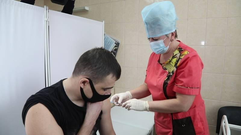 Ректор нижегородского медуниверситета пообещал 5000 рублей за вакцинацию