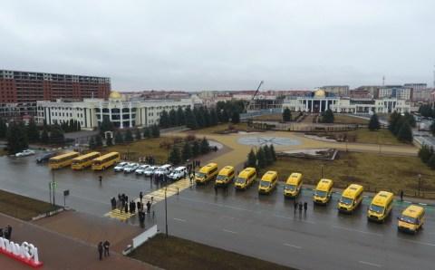В Ингушетии школы и медорганизации получили новые автобусы и машины