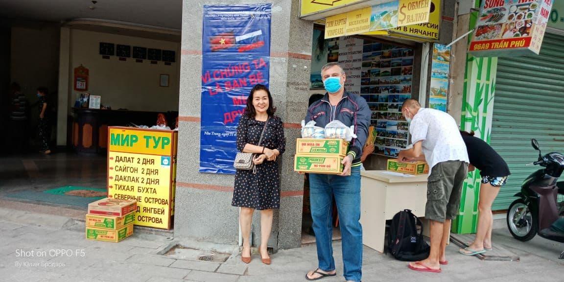 Вьетнам выдал гуманитарную помощь оставшимся в стране россиянам