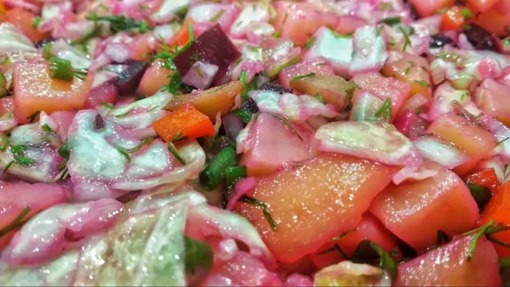 «Страшная тайна» винегрета: это соус, притворившийся салатом