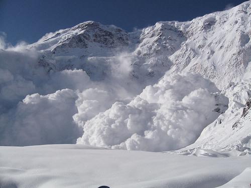 Сахалинцев вновь предупредили об угрозе схода лавин