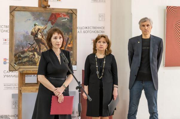 В Саратове открыли выставку «День Победы со слезами на глазах»