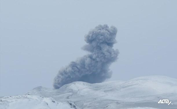 Курильский вулкан Эбеко выбросил пепел на 3 км