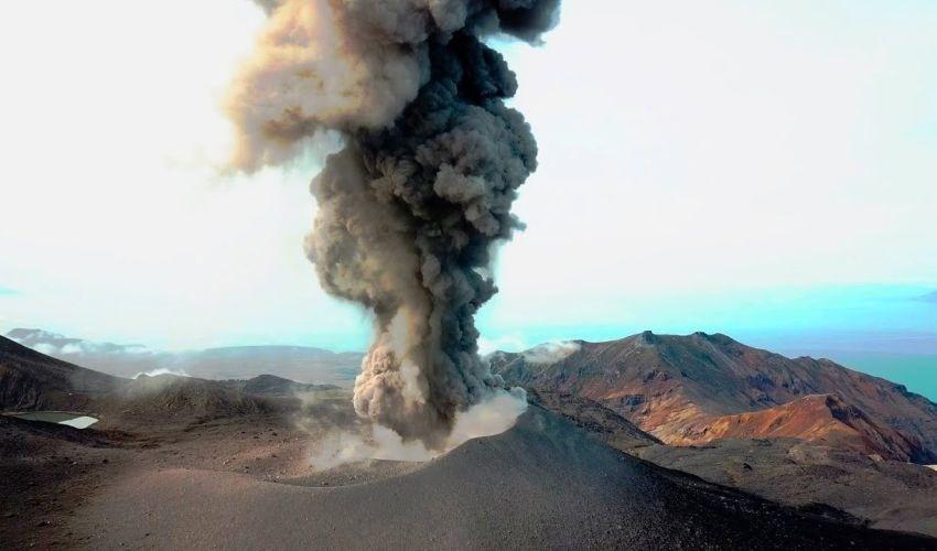 Вулкан Эбеко выбросил пепел на 3 км
