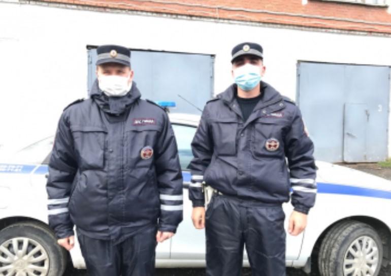 Полицейские исполнили мечту детей из поселка в Свердловской области