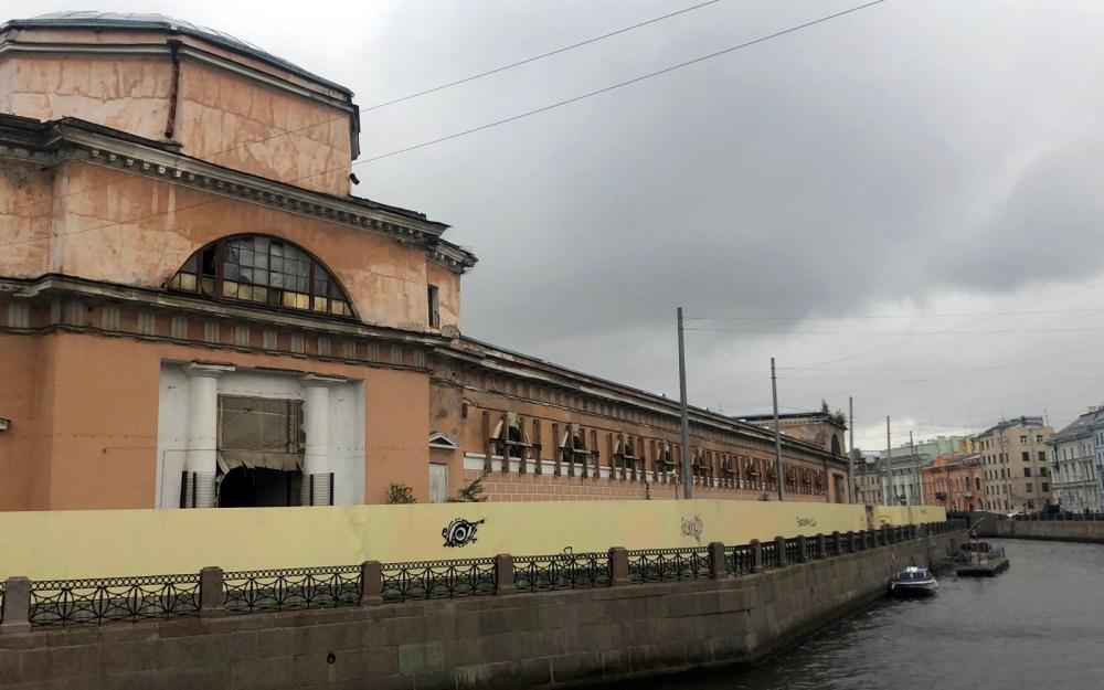 Конюшенное ведомство Петербурга, превращенное в «Авгиево»