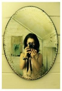 鏡中的自己是誰
