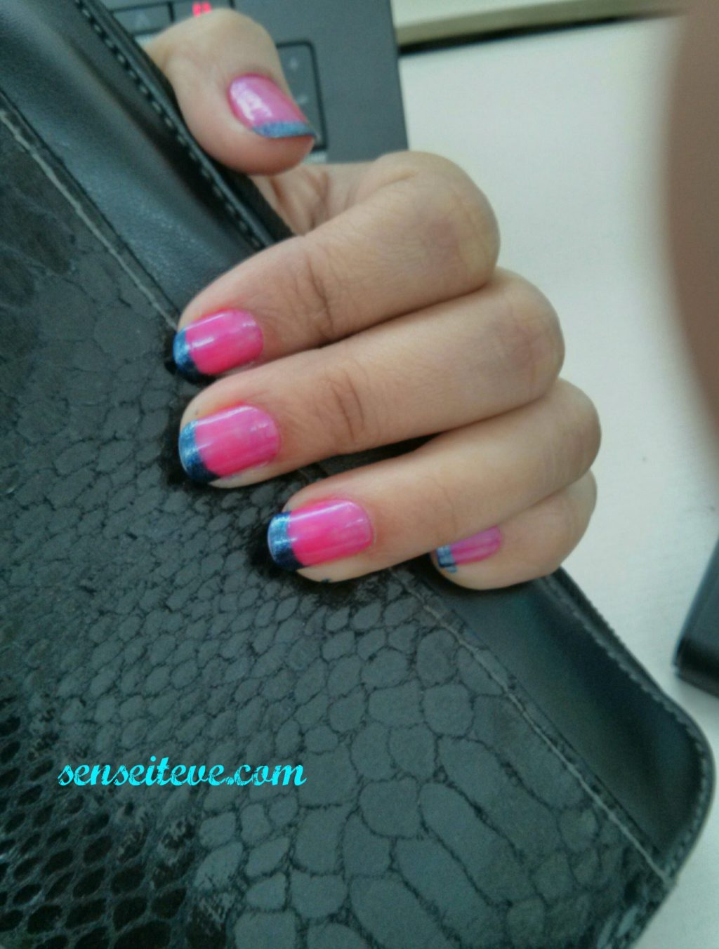 Color-blocking French Manicure 1