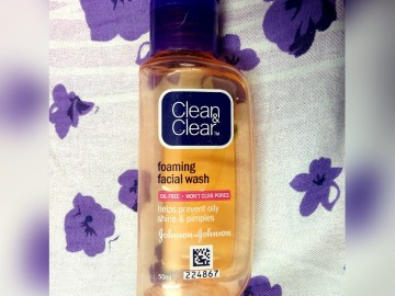 Clean & Clear Foaming Facial Wash Review