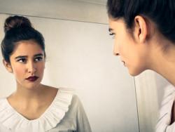 Auch eine Depersonalisierung kommt öfter vor und kann für den Betroffenen extrem verstörend sein