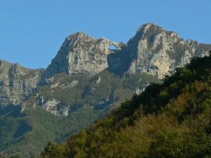 Il Monte Forato da Ponte Stazzemese