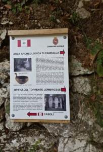Il cartello al bivio per Casoli