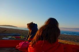Sveglia all'alba sulla spiaggia: attenzione, il campeggio è proibito, quindi niente tende