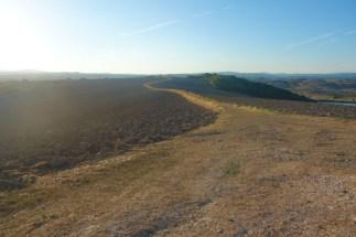 Il sentiero corre lungo i crinali