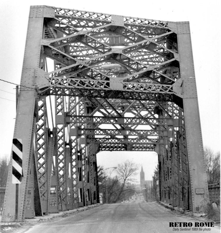 12151989_s_james_st_bridge_01-1000
