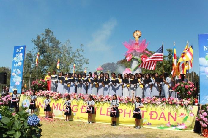 Cung Duong Trai Tang & Le Chinh Thuc  Dai Le Phat Dan PL 2561 261.jpg
