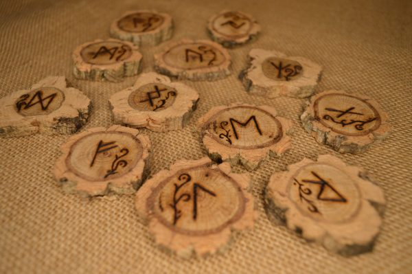 Runes Lianes en chêne liège ©Sentulia (4)