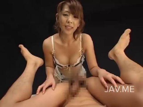 熟年女優の結城みさがフェラチオに手コキや素股で痴女攻めをしてるセンズりー鑑賞 動画