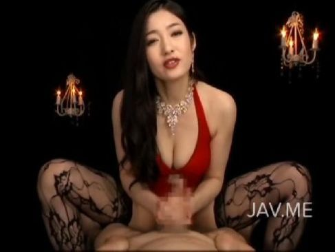 お姉さん系セクシー女優の江波りゅうが淫語を連発しながら両手で手コキ攻めをしてるセンズりー鑑賞 しげぞう