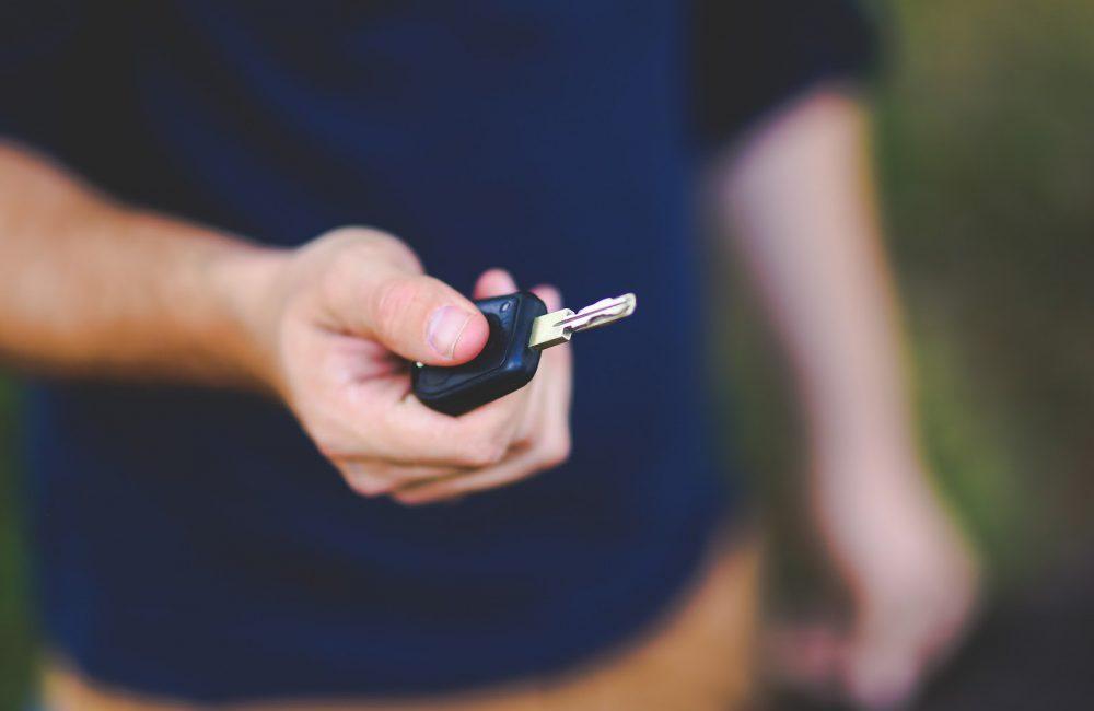 Comment démarrer une voiture et s'arrêter en voiture