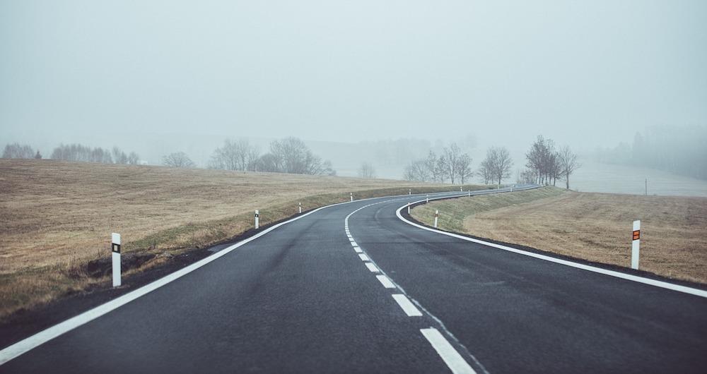 Code de la route : dépassement et franchissement, les règles
