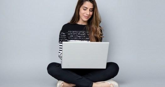 Le code sur internet avec une auto-école en ligne.