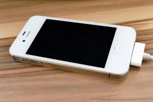iPhone 4sのバッテリー交換!自分ですると安く修理できたぞ!