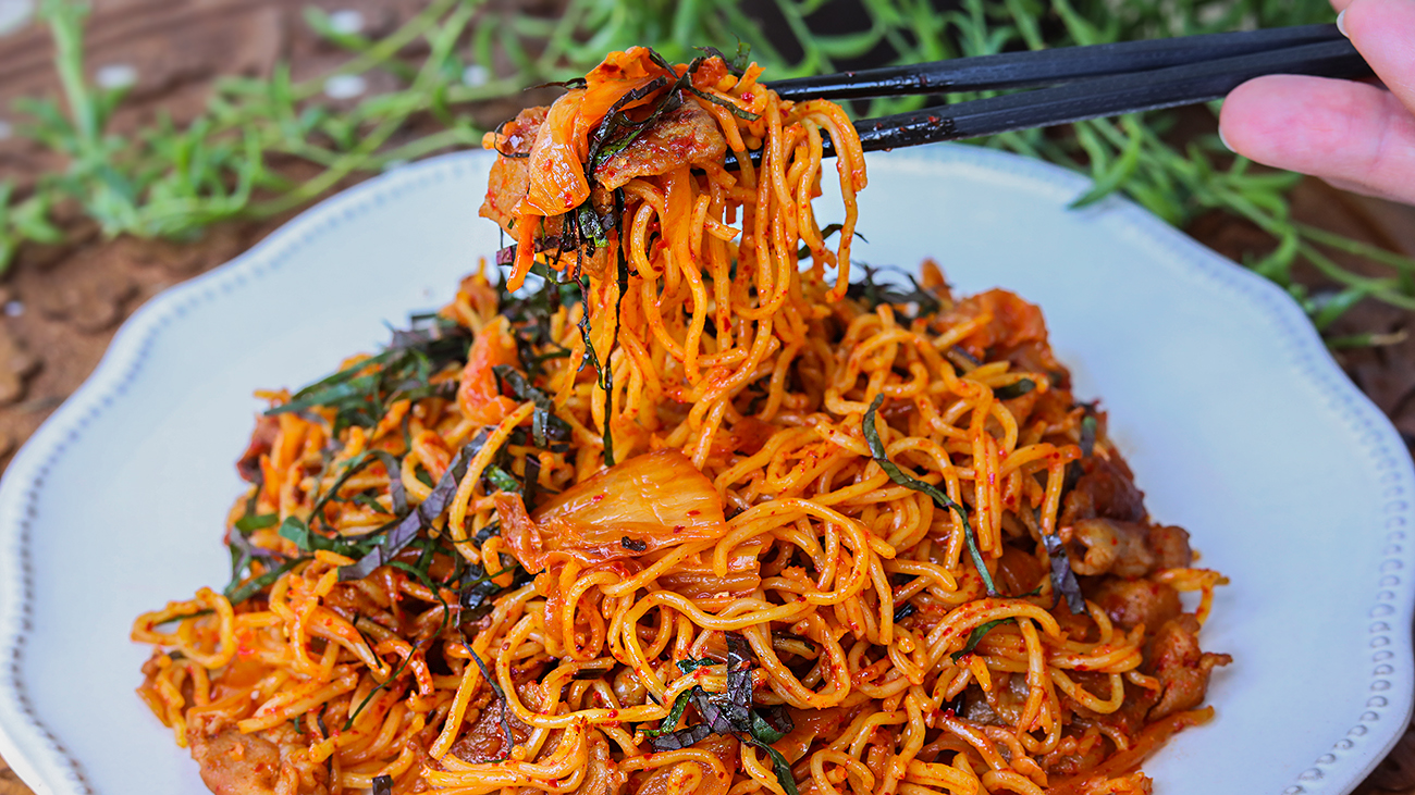 The Best Kimchi Fried Noodles Recipe Video Seonkyoung Longest