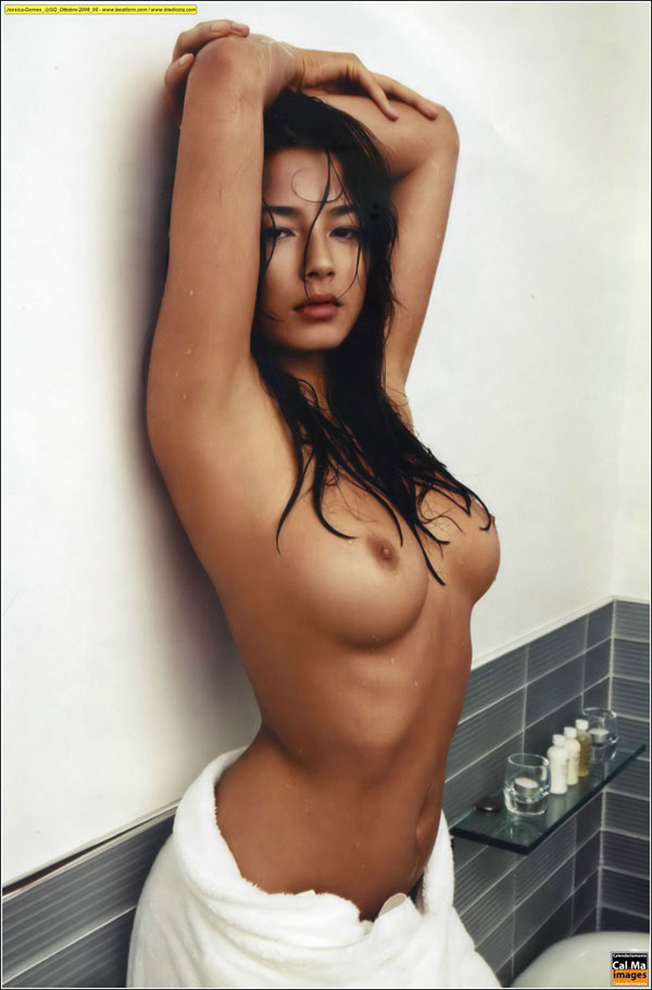 tit20081103-jessica_gomes_topless_gq_italy5