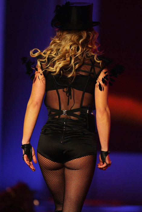 britney_spears_ass_at_bambi_awards_014