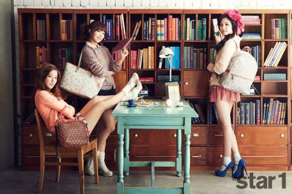 20130303_seoulbeats_a_pink_eunji_naeun_chorong_books