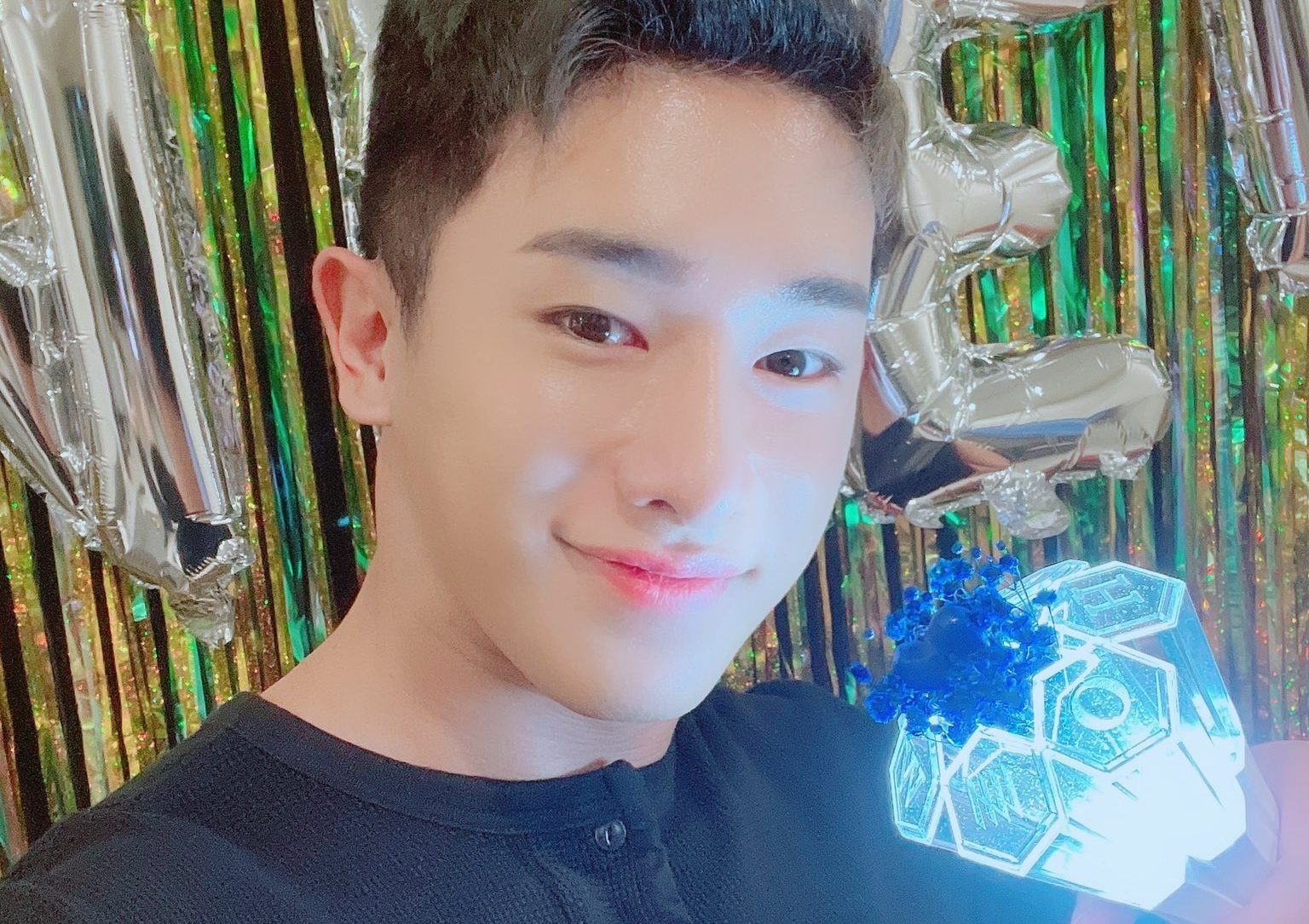 Wonho Announces His Official Light Stick On Wenee Day