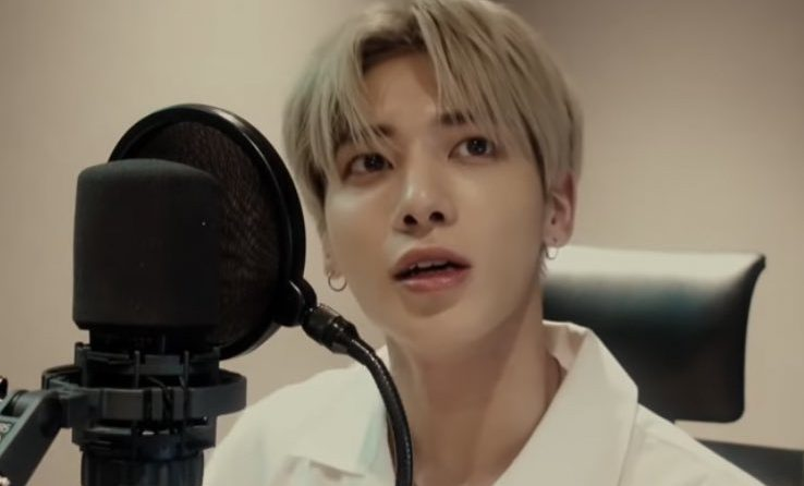 """Cover Stars: TXT's Taehyun Dazzles With His Cover Of Zayn's """"Let Me"""""""