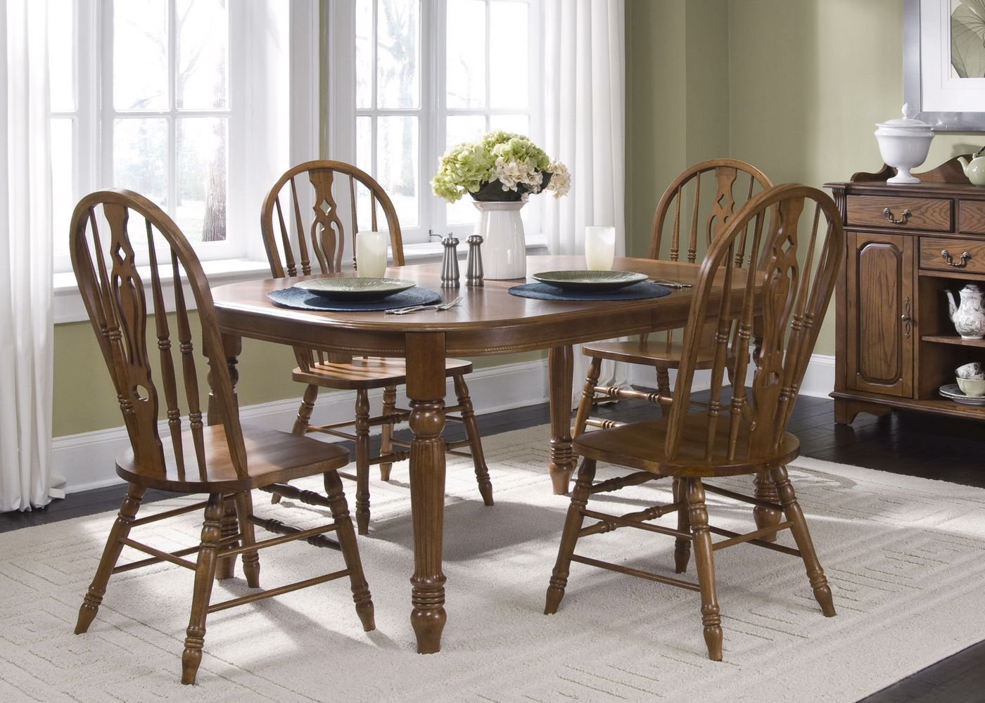 Old World Traditional Style Casual Dining Set